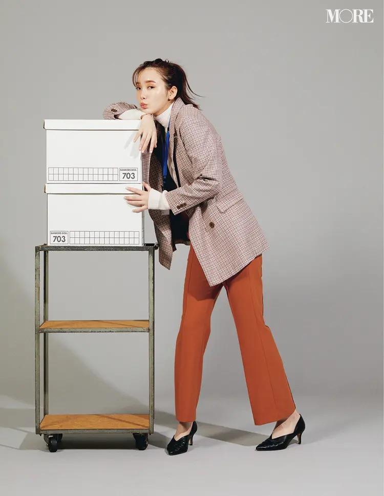【秋オフィスカジュアル】オレンジ:挑戦しやすい茶系に近い色を。ジャケットとで凜と