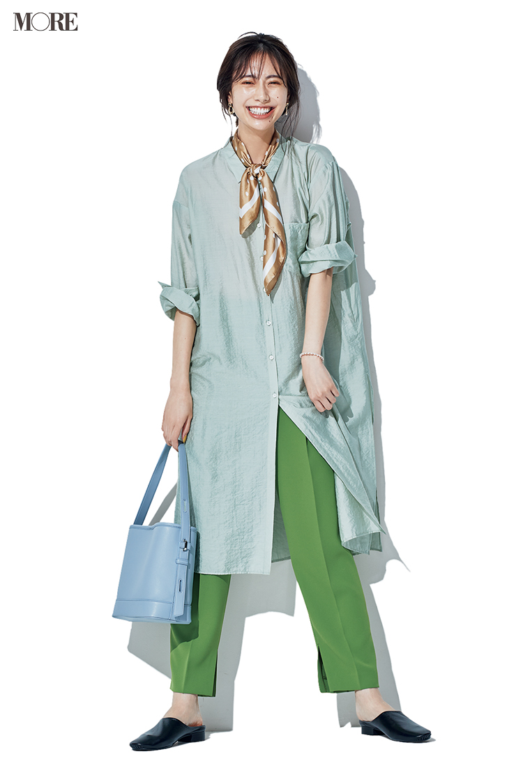 【今日のコーデ】グリーンのパンツにロングシャツを合わせた土屋巴瑞季
