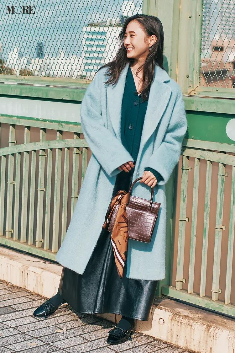 2021最新おすすめアウターの『ルーニィ』のビッグチェスターコートを着た全身コーデ
