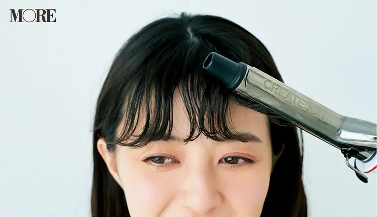 うねりを生かす前髪アレンジ「ゆるカールバング」【3】外側は外巻きに