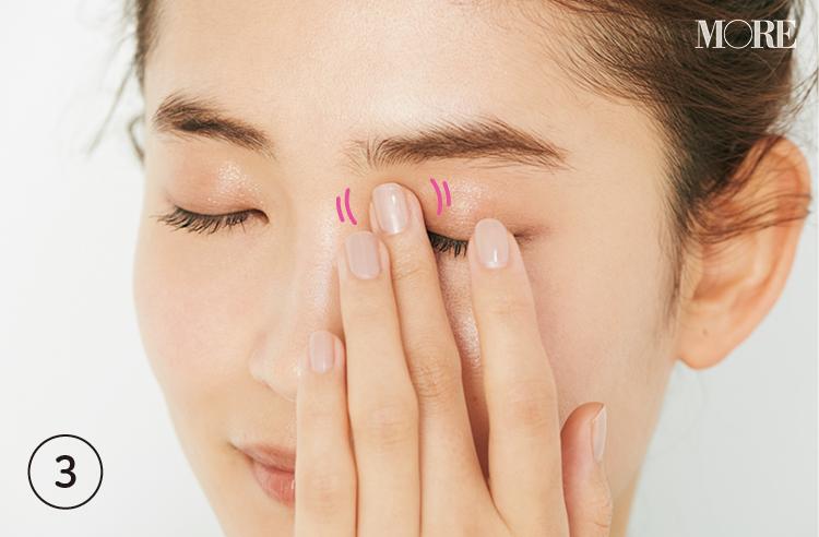 【目もとのシワケア①アイクリームの正しい塗り方】透明感のある目もとを育てるなら20代が始め時! 3年後に差が出る予防ケア_3