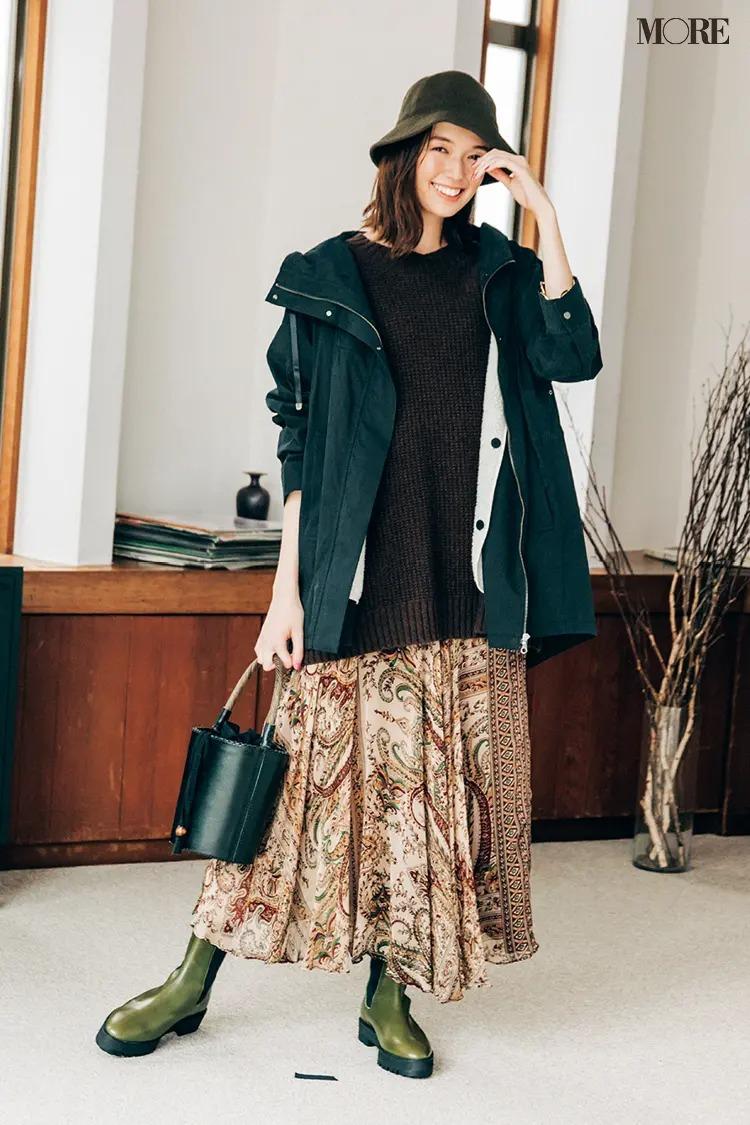 【ショートブーツコーデ】カーキのサイドゴアブーツでエレガントなスカートをミリタリーっぽく
