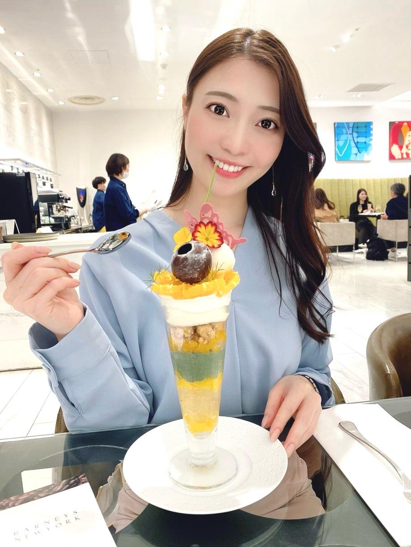 【BARNEYS CAFE】で食べられるのは豪華で上品なパフェ!_2