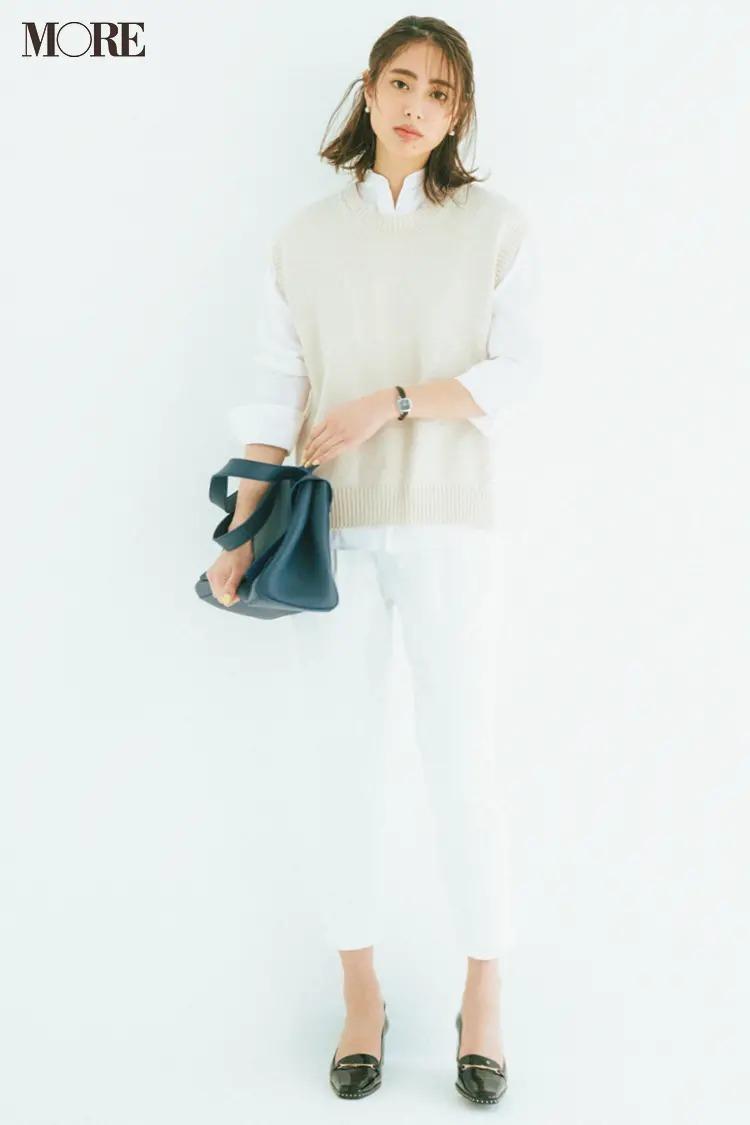 """【春夏のローファーコーデ】爽やかな白コーデをきれいな黒小物で引き締めて""""きちんと大人""""な表情作り"""