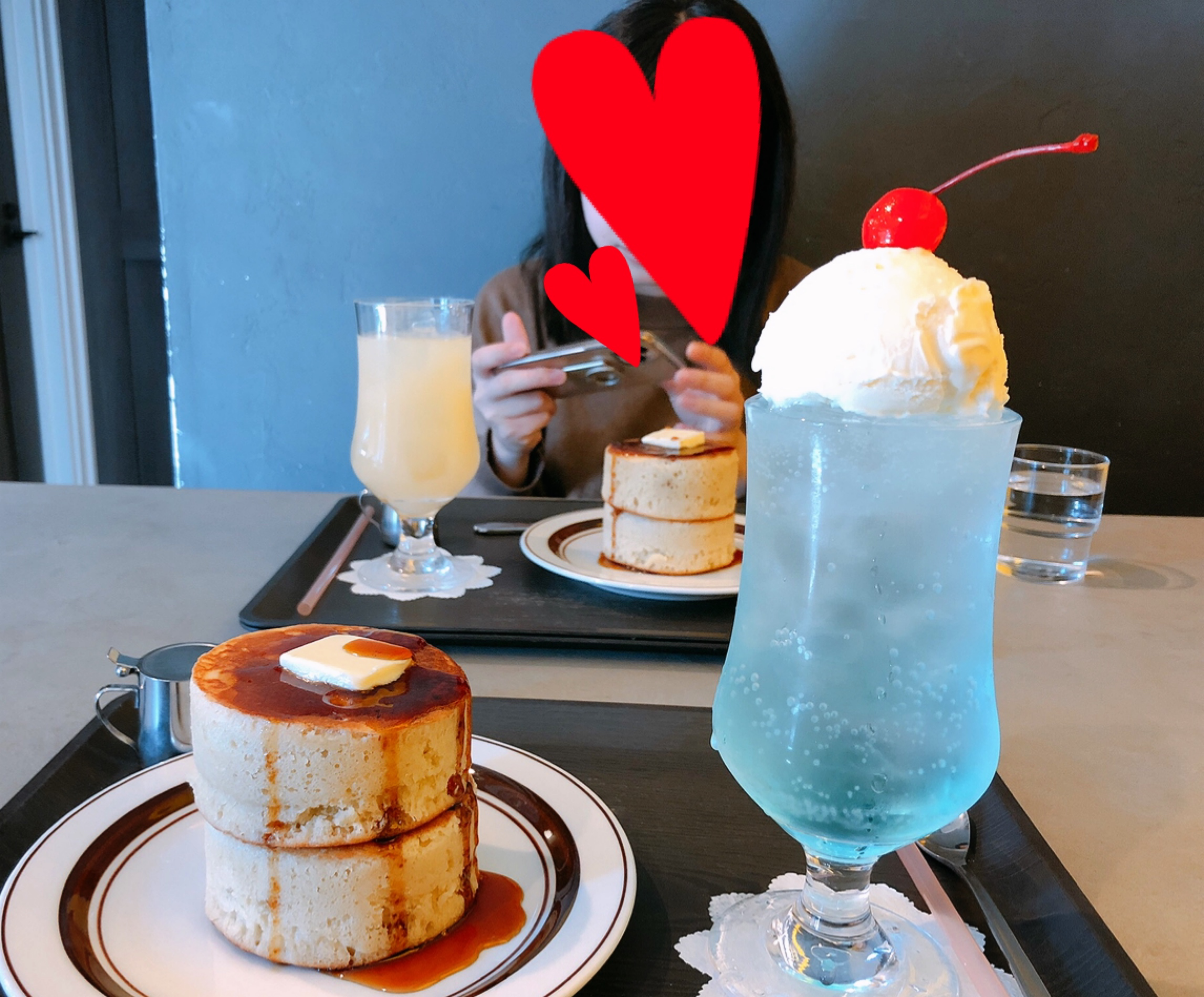【#静岡】空色クリームソーダとふかふか3Dホットケーキ♡純喫茶風のモダンなカフェ《8COFFEE》_9