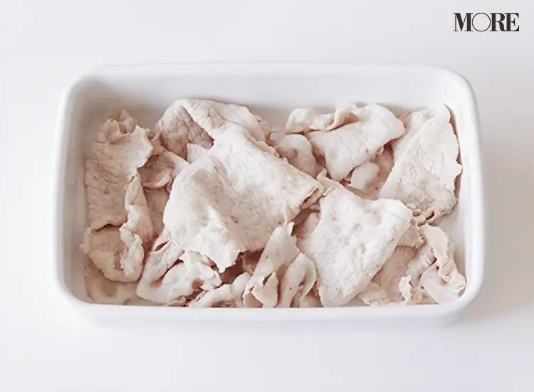 保存容器に入れた豚肉(薄切り)