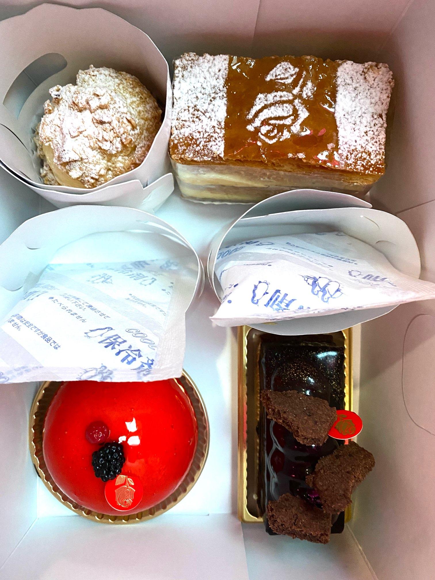 白金高輪駅にある《パッション ドゥ ローズ》はインパクトのあるケーキ屋♡_4