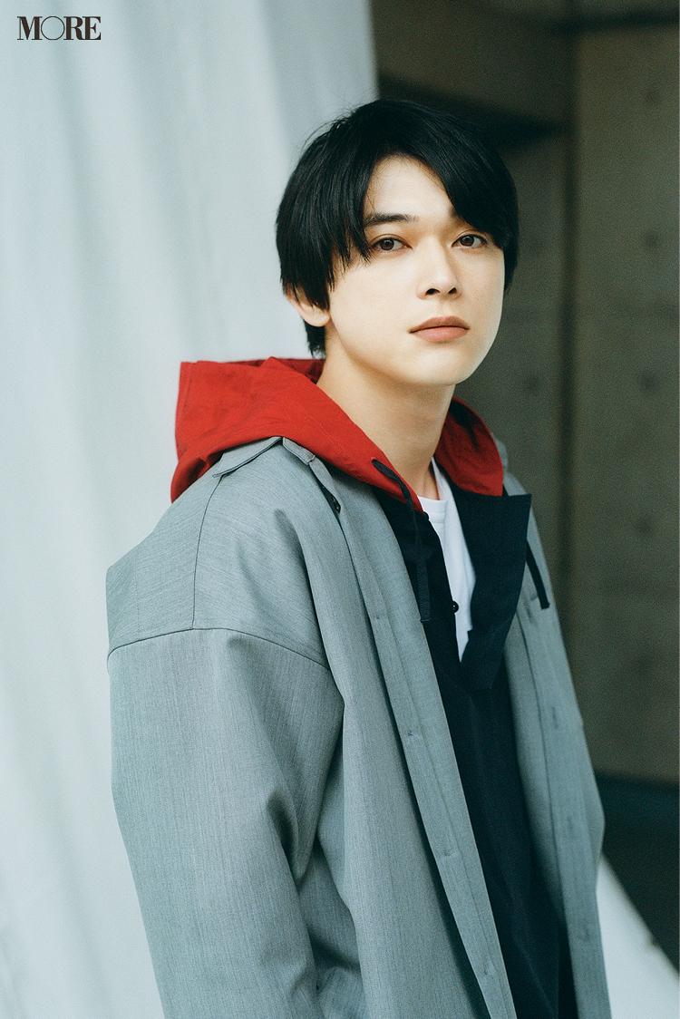 2021年MORE9月号掲載企画。吉沢亮さんバストアップの写真。