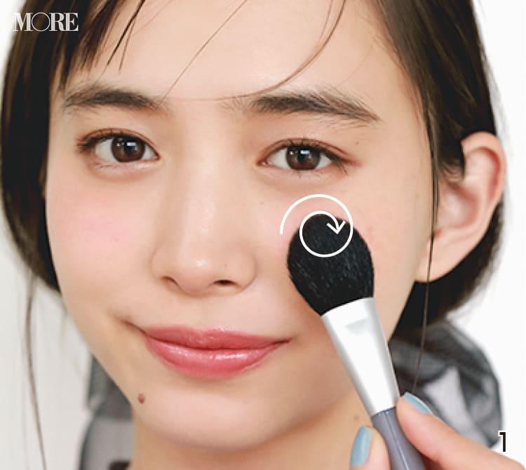 チークの入れ方【2020最新】- 顔型別の塗り方、リップと合わせる春の旬顔メイク方法まとめ_17
