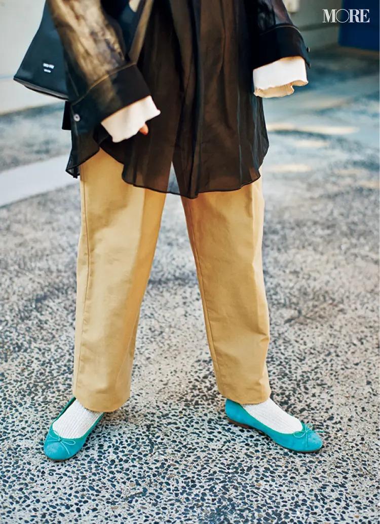 2021春夏トレンドのバレエシューズを履いたコーデ