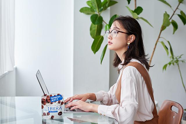 働く女子の味方! グリコ「LIBERA」で、目の疲れや手足の冷えなどオフィスの悩みをおいしく解決♪_2