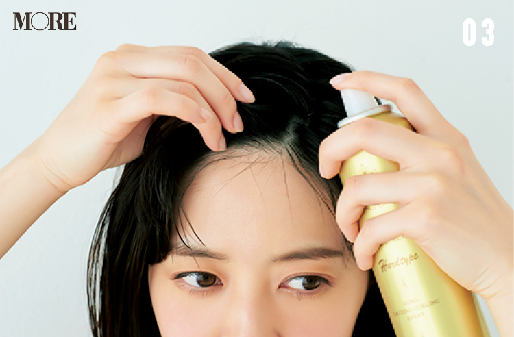 超簡単前髪ヘアアレンジ「サイド流しバング」の作り方! アイロンもブラシも使わずに寝ぐせをカバーできるから、忙しい朝にぴったり♪_5