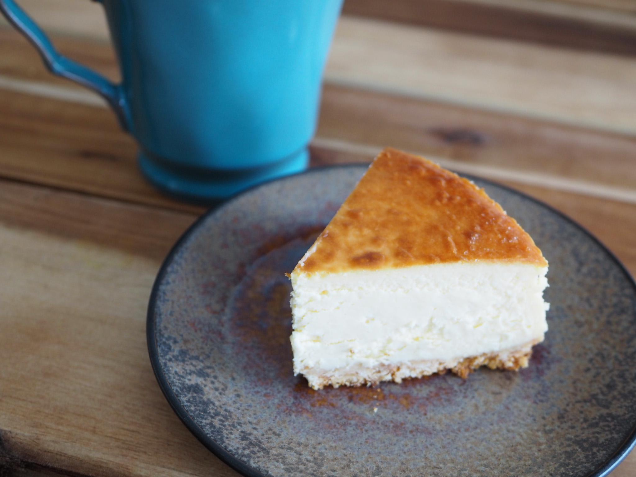 材料混ぜて焼くだけ!本格的な味わい♡【手作りベイクドチーズケーキ】のおすすめレシピ♡_1