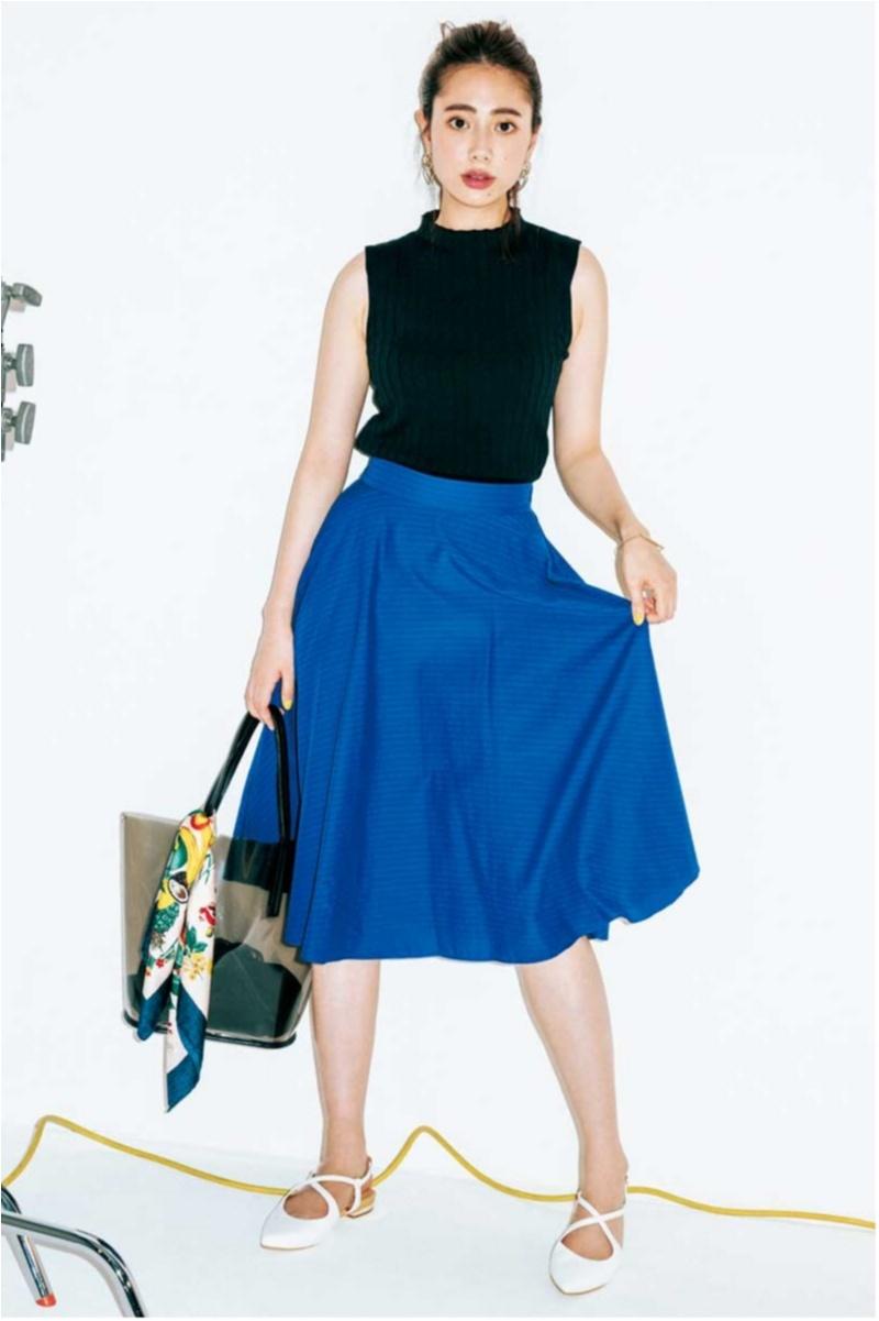 着るだけで華やぐ【真夏のきれい色ボトム】コーデ15選   ファッション_1_3