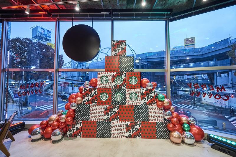 【スタバ 新作レポ】クリスマス第3弾「サンタブーツ チョコレート フラペチーノ」がすごい! 店舗限定スペシャルフォトスポットも登場♡_5
