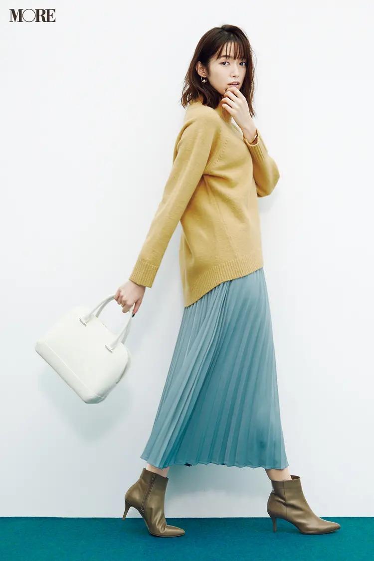 【ショートブーツコーデ】きれい色のスカートコーデにニュアンスカラーのショートブーツを