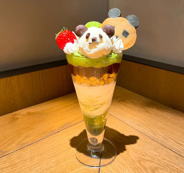 20代女子のおすすめ抹茶スイーツ・「BLUE LEAF CAFE」の上野店限定「パンダパフェ」