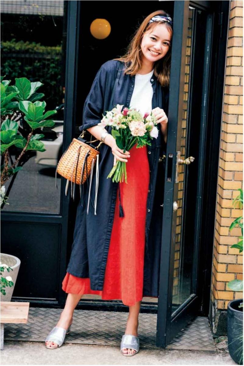 着るだけで華やぐ【真夏のきれい色ボトム】コーデ15選   ファッション_1_2