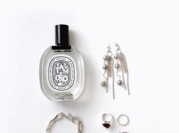 お気に入りのアクセサリーと香水を紹介。Premiumインフルエンサーズ・カヤノさんのインスタ拝見!