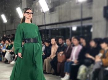 差し色としてのグリーンが素敵でした!『HYKE』2019-20秋冬ショー【 #副編Yの展示会レポート 】