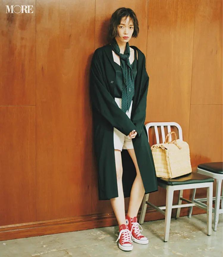 【夏のスニーカーコーデ】白ショートパンツと赤スニーカーでフレンチシックに