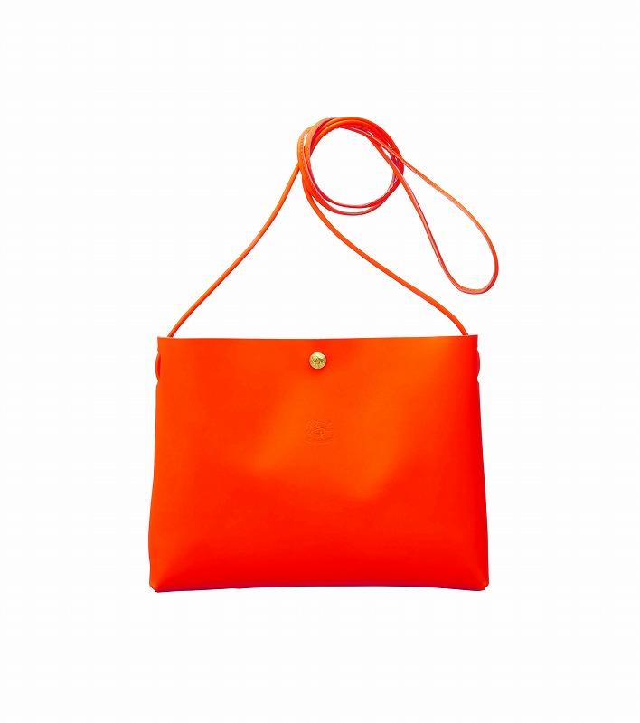 『イル ビゾンテ』ネオンカラーのバッグの画像
