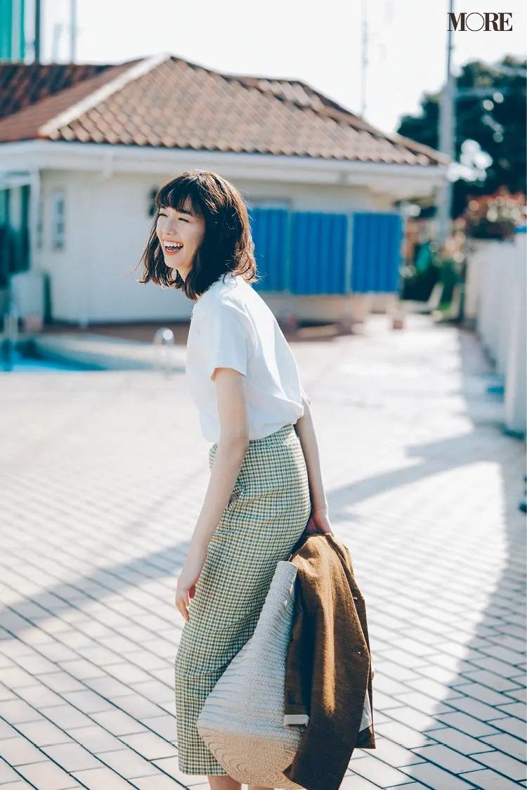 【レディースTシャツコーデ】白Tシャツ×チェック柄タイトスカートのコーデ