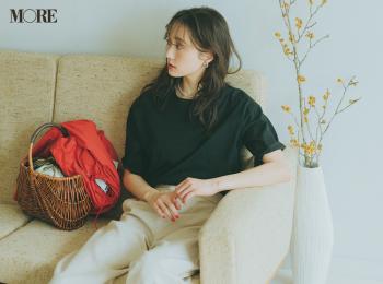 【今日のコーデ】<鈴木友菜>ネイルやかごがよく似合う、黒Tシャツと白パンツのスッキリコーデ