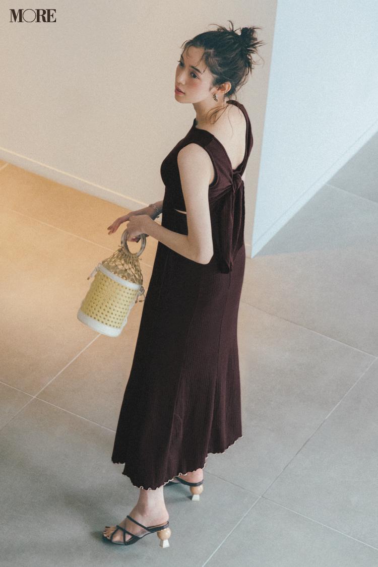 【今日のコーデ】暑い日にも着たい背中あきワンピースを着た佐藤栞里