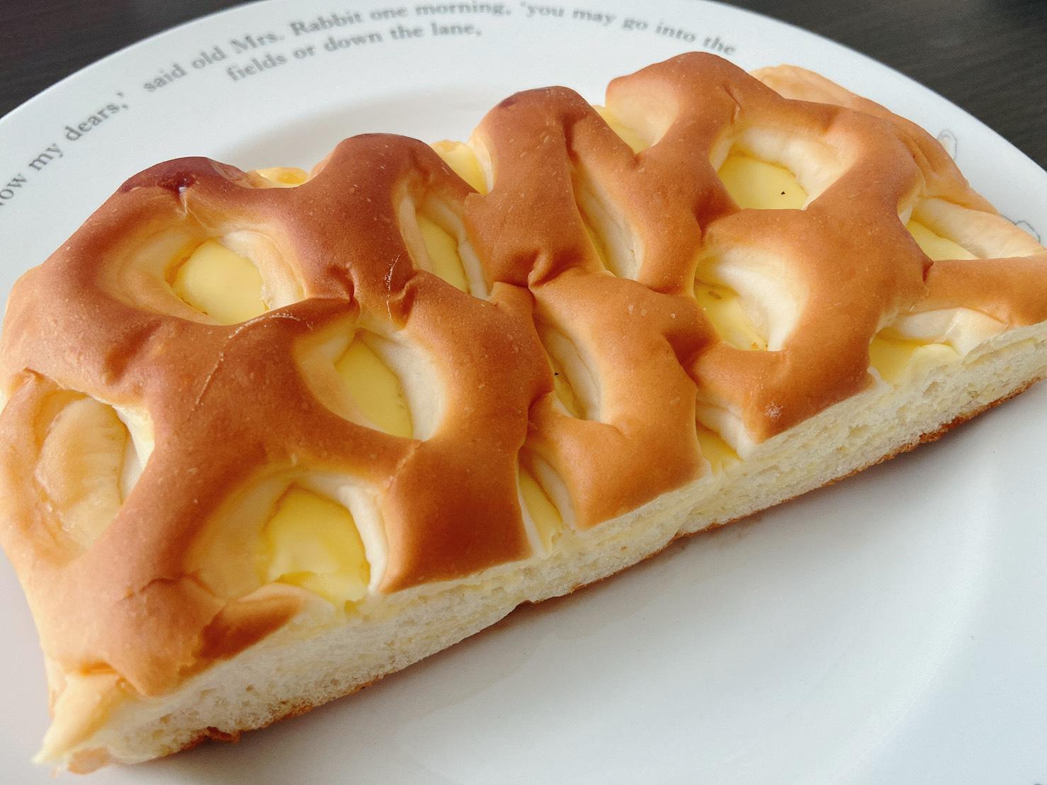 【新発売】ファミマの新作パン!「クリームチーズ入りクリーム」って!?【食レポ】_2