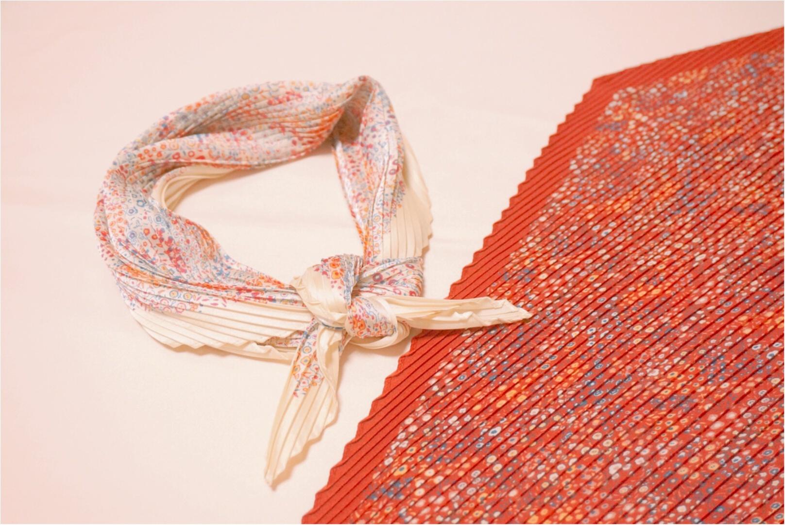 《もうGETした?》春に向けて手に入れたい‼︎プチプラなのに高見えな『シルキープリーツスカーフ』が【ユニクロ】で590円✨_1