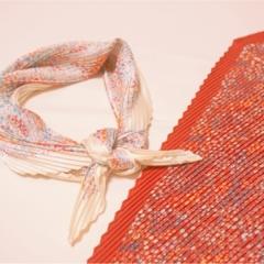 《もうGETした?》春に向けて手に入れたい‼︎プチプラなのに高見えな『シルキープリーツスカーフ』が【ユニクロ】で590円✨