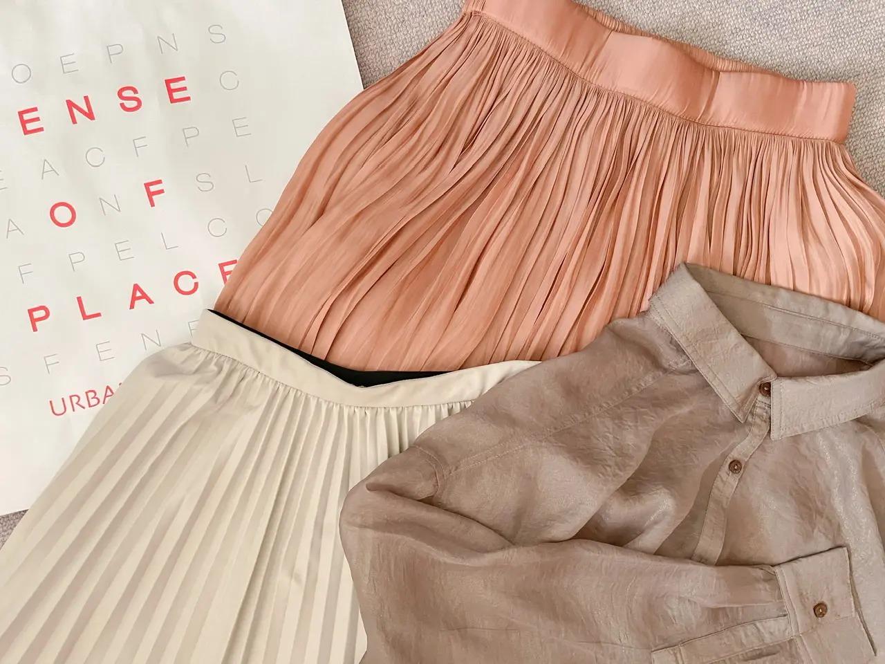 『センスオブプレイス』のシャツ、スカート