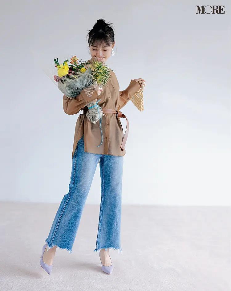 """《2020夏のデニムコーデ》透けるシャツさえあれば、""""女っぽいデニム""""だって簡単!"""