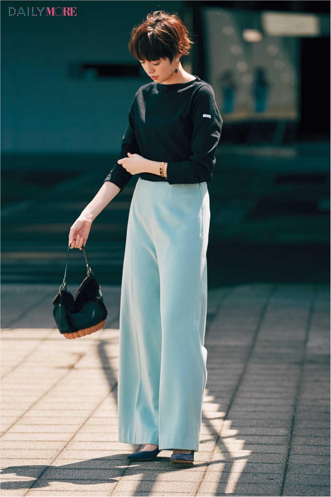 【今日のコーデ/佐藤栞里】黒に合わせる新しい色を模索中。甘すぎなくて美人になれるブルーのパンツに出会った!_1