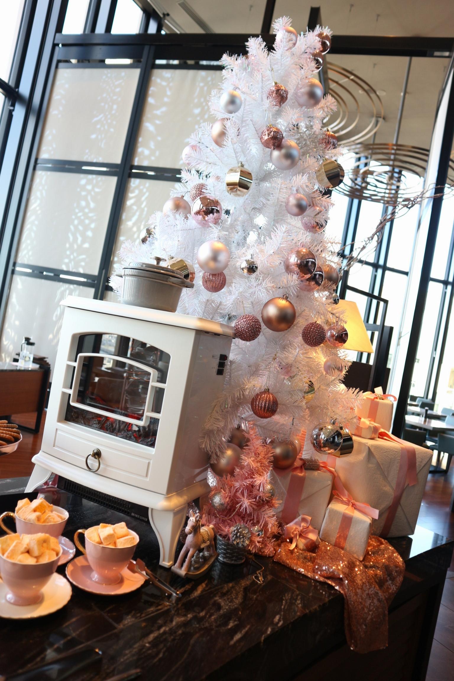 【コンラッド】ローズゴールドを基調とした空間でクリスマススイーツビュッフェ♡_2