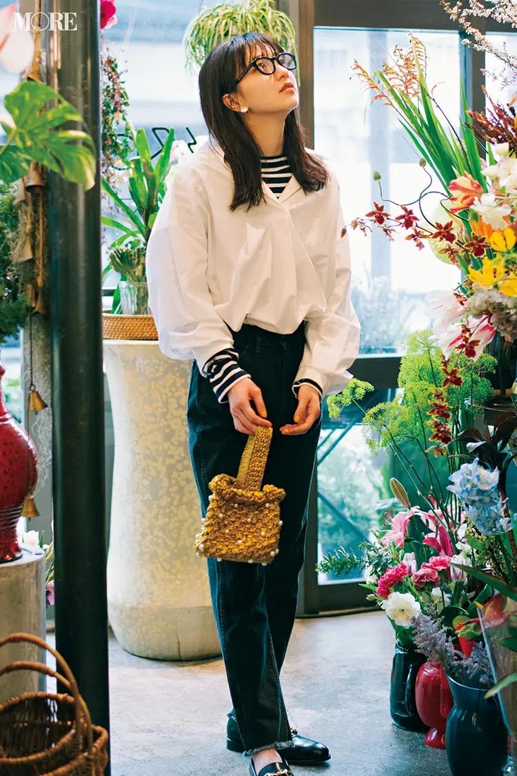 【春夏のローファーコーデ】甘いシャツから柄をちらり。それだけで定番コーデがぐっと素敵に