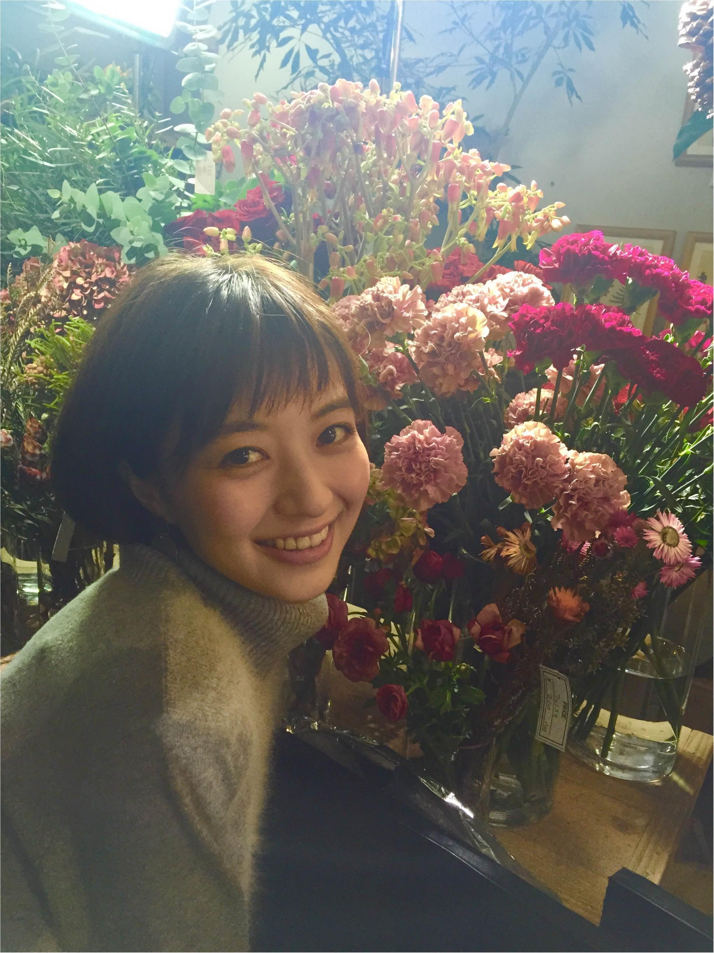 【オフショット】逢沢りなちゃんは花がよく似合う♡_1