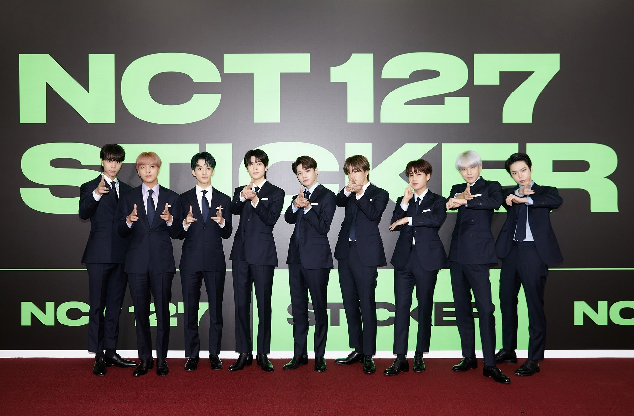 NCT 127 のメンバー(左から)ジャニー、ヘチャン、マーク、ジェヒョン、テヨン、ユウタ、テイル、ジョンウ、ドヨン