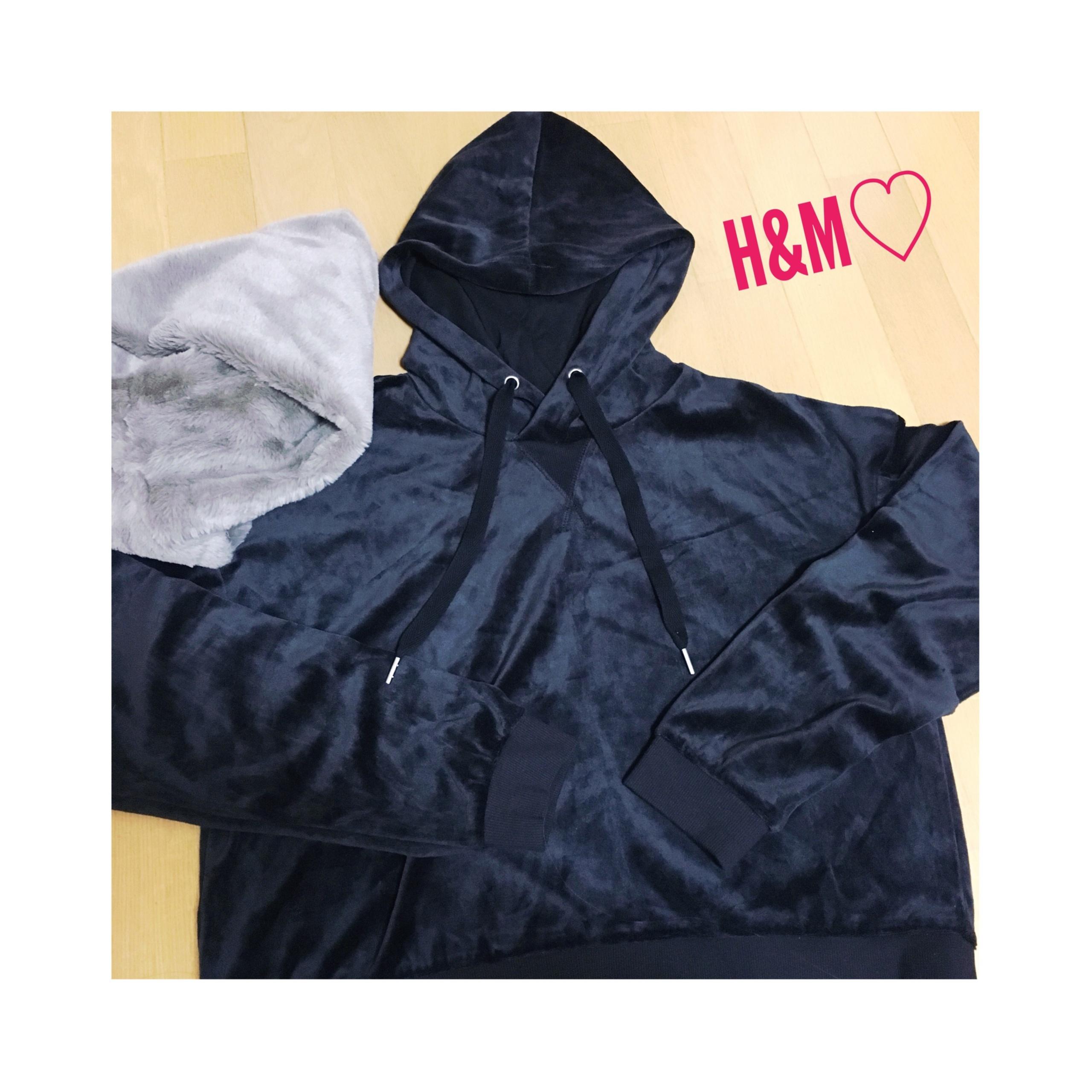《¥2,000以下★》【H&M】ベーシックアイテムは異素材で周りと差をつける!ベロアのフーディが使えます❤️_1