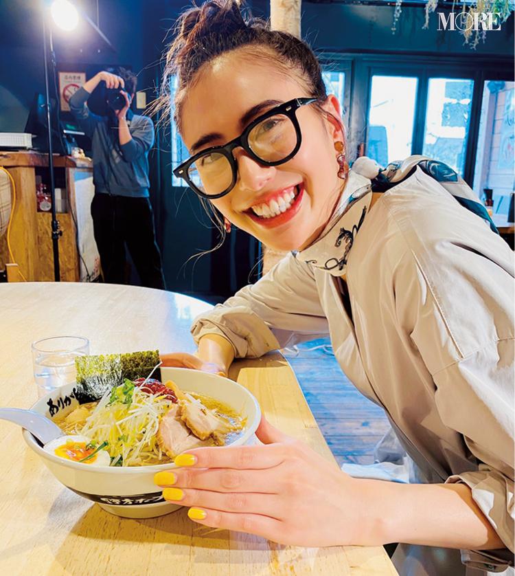 土屋巴瑞季が、東京の人気ラーメン店『ホープ軒』に☆【モデルのオフショット】_1