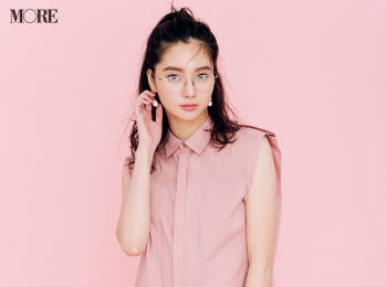 【今日のコーデ】<新川優愛>くすみピンクのノースリーブシャツでお仕事コーデに親近感を
