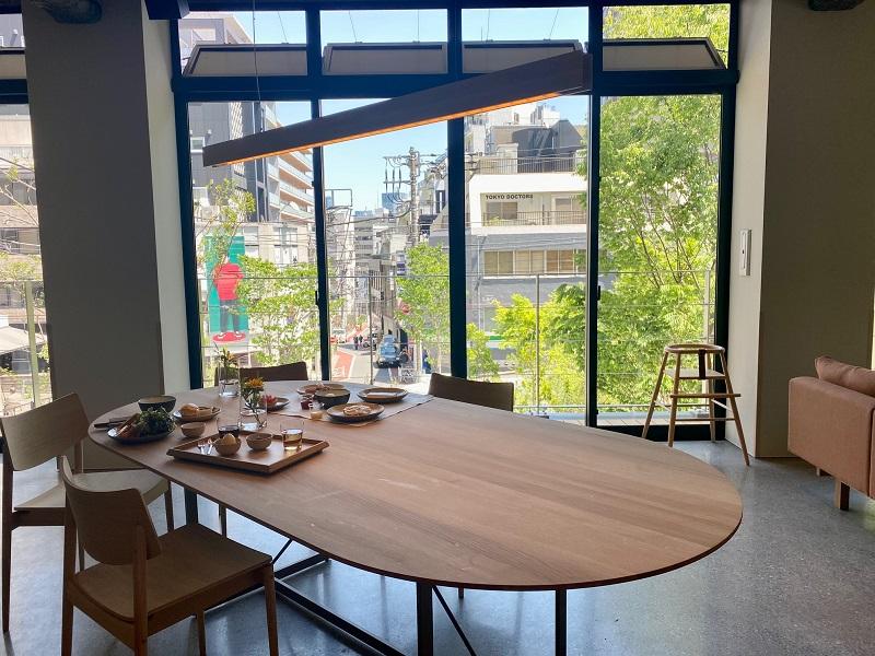 「ブルーボトルコーヒー 渋谷カフェ」2階の雰囲気