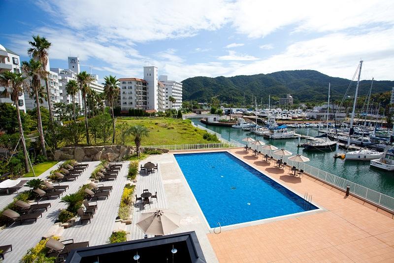 『海のホテル 島花』、昼間のプールの様子