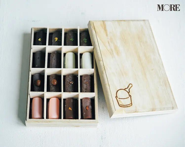 可愛いアイスの絵が描かれた木箱で届く