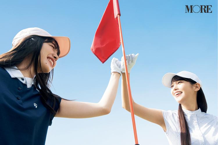 ゴルフ場でハイタッチする鷲見玲奈と井桁弘恵