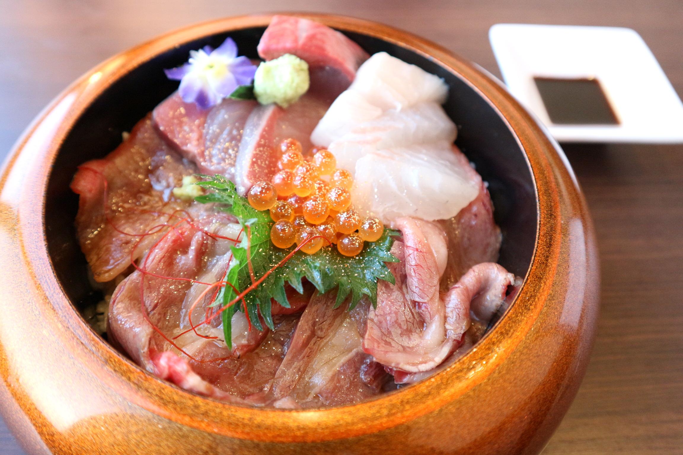 淡路牛肉と淡路島産の魚が一緒に食べれる丼♡_1