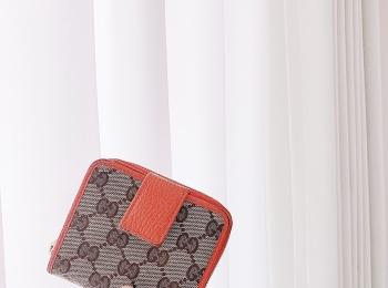 【20代女子の愛用財布】お気に入り♦︎GUCCI オレンジ折りたたみ財布