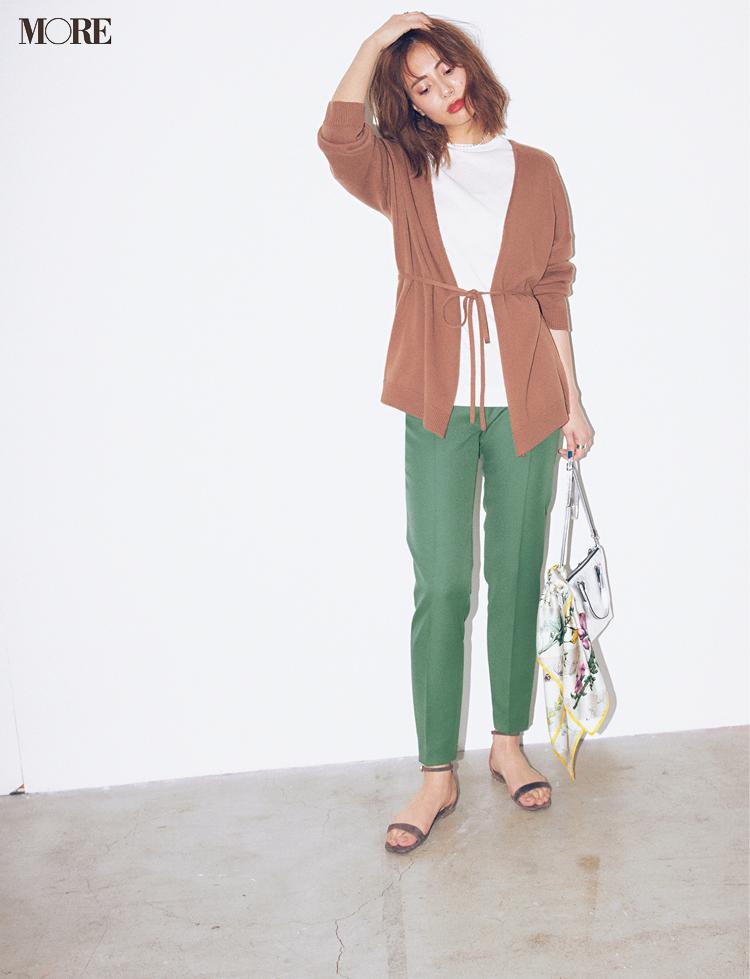 グリーン、ラベンダー、ブルーで美脚♡ 寒色系パンツが愛されシンプルコーデにきく!_2