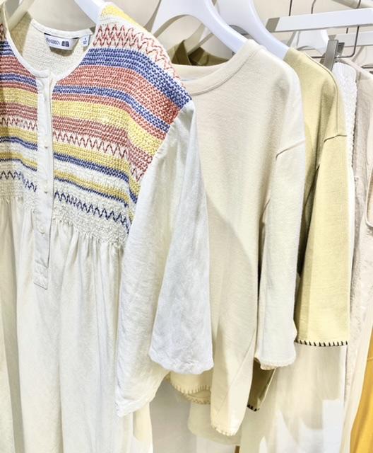 ユニクロ×JWアンダーソン、刺繍ワンピースとTシャツ